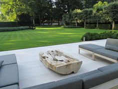 contemporary garden | pale stone deep patio | immaculate lawn | Projecten | Vertus