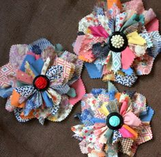 Learn how to make these colourful flowers from fabric scraps via Mitzi's Miscellany