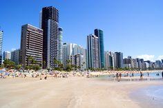 Boa Viegem, Racife, Brasil, Los tiburones frecuentan las aguas de este increíble lugar, muy cerca de la playa y los turistas.