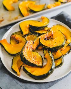 Buttercup squash is an often overlooked member of the fall squash family. Learn the best ways to cook it including this simple method for roasting in the oven until sweet and caramelized. Paleo Side Dishes, Best Side Dishes, Side Dish Recipes, Vegetable Recipes, Veggie Dishes, Squash In Oven, Acorn Squash, Buttercup Squash, Steak With Blue Cheese