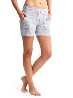 love the look of the cool loose linen shorts, and the long length is nice. a navy would be great, I think.