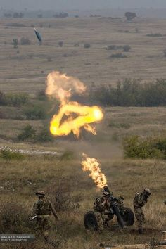 An excellent shot of a shell on it's way to it's target. Military Photos, Military History, Big Guns, Military Equipment, Military Weapons, Modern Warfare, Panzer, War Machine, Special Forces