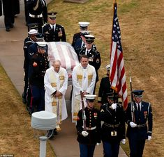 George H.W Bush's casket has arrived at his final resting place at Texas A&M this evening, after thousands of cheering and waving Texans lined the route of the special funeral train traveling 70 miles from Houston Barbara Pierce Bush, Barbara Bush, Hw Bush, Bush Family, Former President, Casket, Train Travel, 2000s, Big Boys