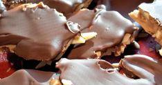 Himmelskt god hemgjord daim – busenkelt godis   Land.se Homemade Candies, Stuffed Mushrooms, Pudding, Sweets, Sugar, Candy, Cookies, Vegetables, Desserts
