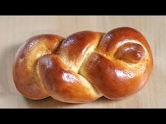 Einstrangzopf aus Hefeteig flechten - YouTube Challah, Braided Bread, Iranian Food, Jewish Recipes, Pampered Chef, Bread Baking, Pain, Bagel, Bread Recipes
