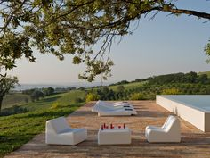 365 Lounge Chair and Table by  José A. Gandía-Blasco