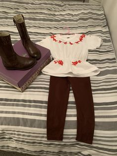 Purchase a pair of brown cowboy style boots and a cheap pair of brown leggings ! Living Room Wood Floor, Brown Leggings, Dress Up Costumes, Book Week, Complete Outfits, Halloween 2020, Mustang, Birthday Ideas, Spirit