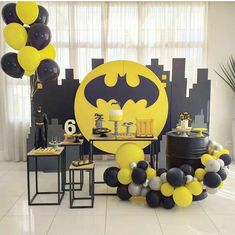 Beautiful Batman Birthday Decoration Designs flowers 💕 This color combo Batman Party Foods, Batman Party Games, Batman Party Decorations, Superhero Party, Balloon Decorations, Birthday Party Decorations, Birthday Parties, Superhero Backdrop, Ninja Party