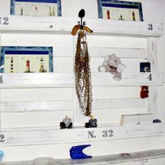 old pallet shelves Pallet Crates, Old Pallets, Pallet Shelves, Recycled Pallets, Pallet Projects, Diy Projects, Pallet Ideas, Home Crafts, Diy Home Decor