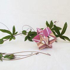 Jeu de casse tête en origami: l'étoile de galilée, 6 éléments, framboise et chocolat