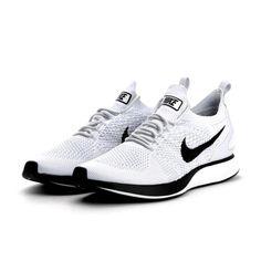 100% authentic 5c4b3 072ff Der Artikel Nike - Air Zoom Mariah Flyknit Racer in Farbe PURE  PLATINUM WHITE der Marke Nike ist jetzt bei uns, im BSTN Store offiziell  verfügbar.