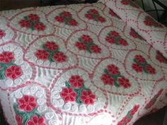 VINTAGE CHENILLE BEDSPREAD Plush Red Pink & Green - Excellent!