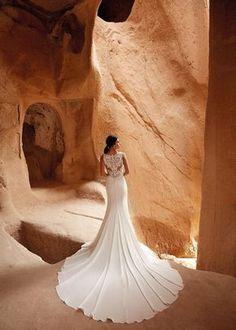Inspira-te com esta maravilhosa seleção de decotes de costas: o glamour da coleção Eddy K. #noivas #detalhes #costas #decote #coleção2021 #inspirações #moderno #eddyk. #casamentospt Fit N Flare Dress, Crepe Wedding Dress, Wedding Gowns, Bridal Gowns, Ivory Skin, Glamour, Classic Beauty, Designer Wedding Dresses, Mermaid Bridal Gowns