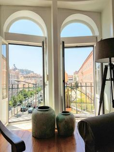 Apartment in Lisboa, Portugal. This comfortable and modern apartment is fully equipped, with excellent wifi and has air conditioning. It is right in the city center, near the metro and a supermarket. It has two bedrooms and a sofa bed.  Very charming apartment with 2 bedrooms w...