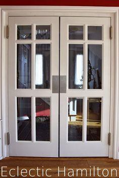 My new swing door! Meine neue Schwingtüre. See more: http://eclectichamilton.blogspot.de/2015/01/die-schwingture-ist-endlich-da.html  Schwingtüre Pendeltüre Holz Glaskassetten Maßanfertigung Schreiner Swing Door Swinging Door wooden edelstahlblech zweiflügelige Schwingtüren Pendeltüren Diele Eingangsbereich Entrance