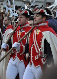 Hot Army Men, Hot Cops, Royal Guard, Men In Uniform, Custom Clothes, Captain America, Preppy, Sexy Men, Military Outfits