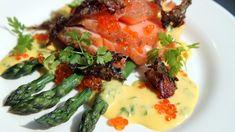 Laks og asparges er gode råvarer på våren. Lise Finckenhagen gir deg oppskriften på hjemmelaget hollandaise. Den nydelige sausen passer både til laks og til asparges.
