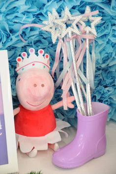 If you're stumped for Peppa Pig party ideas, we'll help you up out of the mud. We've got everything from nibbles to sweets and lots, lots more. Pig Birthday, Happy Birthday, Third Birthday, 4th Birthday Parties, Birthday Ideas, Peppa E George, Cumple Peppa Pig, Festa Party, Party Time