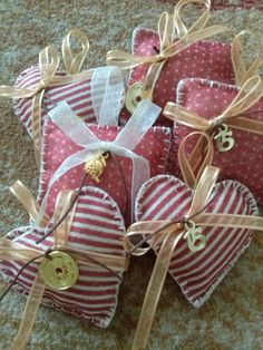 ΓΟΥΡΙΑ Christmas Crafts, Xmas, Lucky Charm, Little Things, Diy And Crafts, Merry, Gift Wrapping, Textiles, Charmed