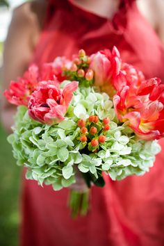 Green, Coral and Pink Bouquet  Photo by: carmenash.com