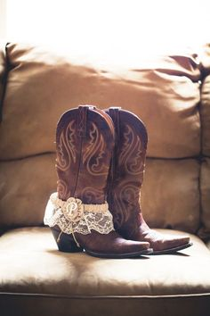 Rustic wedding idea: Wear cowboy boots as wedding shoes, then put your garter on the boots boots for a great photo! #RusticWedding #CountryWedding #Garter