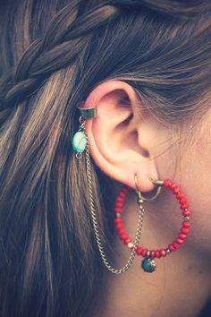 Voici un tutoriel rapide pour fabriquer vous même et rapidement vos propres boucles d'oreilles Ear Cuffs.