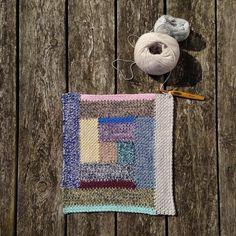 Mit nye hækleprojekt! #generationstæppet #lutteridyl #rasmillasyndlingsgarn #rasmilla #hækling #hæklet #hæklettæppepåvej #uldogbomuld #crochet #crocheting #crochetblanket #crochetaddict #yarnlove by 14pipper