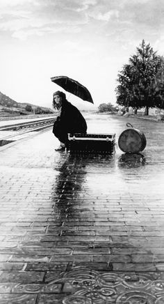 The rain never changes, it's always wet and called rain. Just the same as an evil child molester, they may get older, but their still an evil child molester. Black N White, Black White Photos, Black And White Photography, I Love Rain, Rain Days, Parasols, U Bahn, Singing In The Rain, Foto Pose