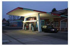 Gespanntes Beton:  Diese 1955 erbaute Tankstelle in Adendorf bei Lüneburg ist...