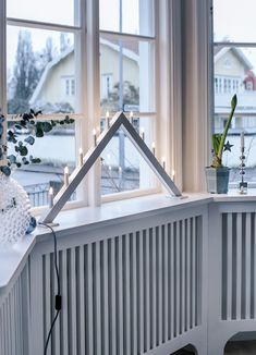 House of Philia Swedish Christmas, Scandinavian Christmas, Modern Christmas, Shabby Chic Cottage, Shabby Chic Decor, Cottage Style, Nordic Interior Design, Swedish Design, House Of Philia