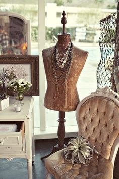 New Jewerly Store Window Display Dress Form Ideas Look Vintage, Vintage Shabby Chic, Shabby Chic Decor, Vintage Decor, Vintage Display, Dress Form Mannequin, Vintage Mannequin, Mannequin Display, Shabby Chic Furniture