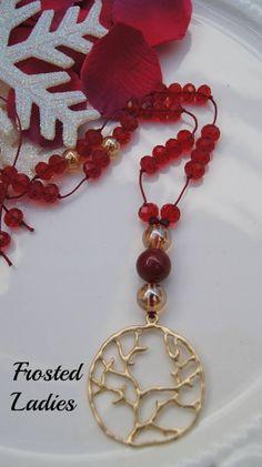"❤Life Χειροποίητο Κολιέ φτιαγμένο από Κόκκινα κρύσταλλα Τσεχίας, AB gold beads 8mm και μενταγιόν mat χρυσό ""το δέντρο της ζωής ""  Συμπληρώστε το look σας με κοσμήματα με στυλ."
