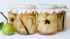 Compot de pere - JamilaCuisine Canning Pickles, Romanian Food, Romanian Recipes, Diy And Crafts, Garlic, Food And Drink, Coconut, Cooking Recipes, Fruit