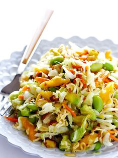 Asian Ramen Noodle Salad (a. Basically the Best Potluck Salad EVER) Crunchy Asian Ramen Noodle Salad -- made with fresher ingredients, and ready to go in 10 minutes! Healthy Snacks, Healthy Eating, Healthy Recipes, Delicious Recipes, Vegetarian Recipes, Tasty, Asian Ramen Noodle Salad, Coleslaw With Ramen Noodles, Ramen Coleslaw