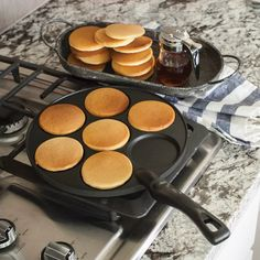 Your do it all pancake pan is here! With the cast aluminim Nordicware mini pancake pan you can make great silver dollar pancakes that the whole family can enjoy. Fry eggs and cooks breakfast meat too! Cool Kitchen Gadgets, Cool Kitchens, Kitchen Tools, Silver Dollar Pancakes, Pancake Pan, Breakfast Meat, Mini Pancakes, Good Food, Yummy Food
