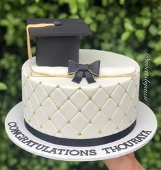 The best elegant graduation cake ideas college, graduation cake designs university and graduation cakes for high school   Looking for cute grad cakes or graduation cake decorations for your graduation party foods? If you're after unique graduation cake designs, these cakes work great as graduation party ideas! #graduation #graduationcake #graduationcakeideas #graduationcakedesigns #gradcake #graduationparty #graduationpartyideas #graduationpartyfoods Graduation Cake Designs, College Graduation Cakes, Graduation Cake Toppers, Graduation Party Foods, Graduation Cookies, Graduation Decorations, Cake Decorations, Graduation Ideas, Simple Fondant Cake