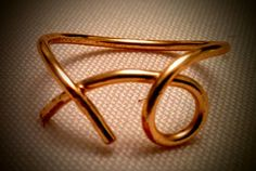 """Gold coloured """"xo"""" wire ring"""