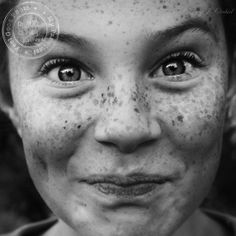 Kid / Freckles / Black and White Photography Foto Portrait, Portrait Photography, People Photography, Just Smile, Smile Face, Beautiful Smile, Beautiful People, Beautiful Freckles, Freckle Face
