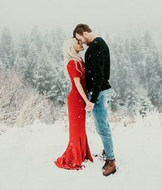 """An early Christmas gift! How stunning are Witney Carson's engagement photos? ""An early Christmas gift! How stunning are Witney Carson's engagement photos? ❄️❤️ via India Earl Photograph Winter Engagement Pictures, Engagement Photo Outfits, Christmas Engagement Photos, Winter Couple Pictures, Family Pictures, Christmas Wedding Pictures, Wedding Photos, Christmas Couple, Christmas Outfits"