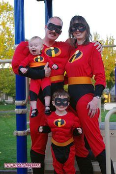 incredibles family costumes Imagine yourself as a member of everybody's favorite family of supers with this Incredible Characters T-Shirts. A great choices for your family on Birthday, Christmas Comic Con Costumes, Halloween 2014, Family Halloween Costumes, Halloween House, Halloween Cosplay, Cosplay Costumes, Halloween Ideas, Halloween Party, Zatanna Cosplay