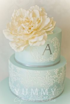French & vintage inspired - Blue lace patterned wedding cake