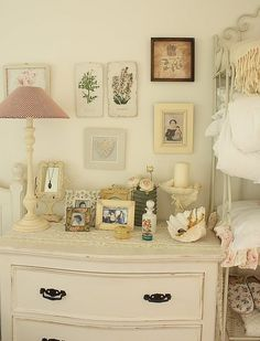 There is such an appealing, old-fashioned charm to this photography and art fulled bedroom. #home #decor #vintage #antique #bedroom #shabby #chic