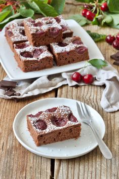 Saftiger Schoko-Kirsch-Kuchen vom Blech - super einfach und schnell gemacht! // moist chocolate cherry cake - baked with fresh cherries a moist chocolate cake // Sweets & Lifestyle®️️ #schokokirschkuchen #kirschkuchen #kirschen #kuchen #backen #schokokuchen #rezept #blechkuchen #chocolatecherrycake #cherrycake #chocolatecake #baking #recipe #sweetsandlifestyle
