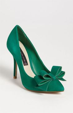 emerald bow pumps #coloroftheyear