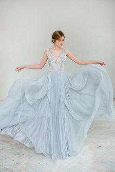 Silver grey wedding dress // Lobelia