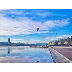 In it's 50 years Lake Burley Griffin has become a centerpiece in Canberra! You can enjoy everything the lake had to offer on a Segway, kayak, paddleboat, bike, above from a hot air balloon and with your own two feet. Photo: @simplycheecky  #visitcanberra #canberra #cbr #cbrfanphoto #nationalcapital #regram #lakeburleygriffin #lake #50th #balloons #hotairballoon #australia #seeaustralia @australia
