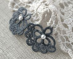 These pretty earrings are black with white pearls! Tatting Earrings, Tatting Jewelry, Lace Earrings, Lace Jewelry, Crochet Earrings, Crochet Jewellery, Jewlery, Needle Tatting, Tatting Lace