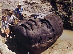 Picture of giant stone head in La Venta Mexico