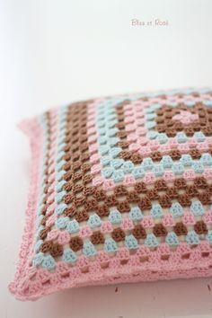 Knitting Patterns Pillow Pillow – Beautiful crochet pillow – a unique product by bleuetrose on DaWanda Crochet Cushion Cover, Crochet Pillow Pattern, Crochet Cushions, Granny Square Crochet Pattern, Crochet Granny, Crochet Cross, Crochet Home, Love Crochet, Diy Crochet