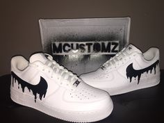 AIR force 1 custom - personalizzate Source by janinereckel shoes ideas Air Force Shoes, Nike Shoes Air Force, Custom Sneakers, Custom Shoes, Custom Af1, Platform Sneakers, Painted Shoes, Painted Vans, Mode Shoes